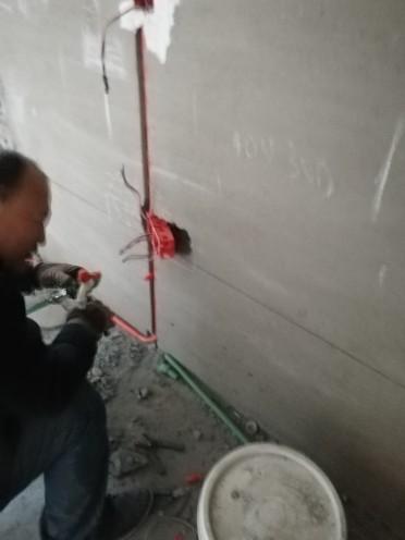 爱空间厨卫墙砖完工_1573520