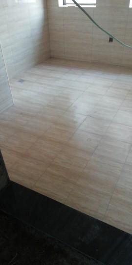 爱空间厨卫墙砖完工_1830942