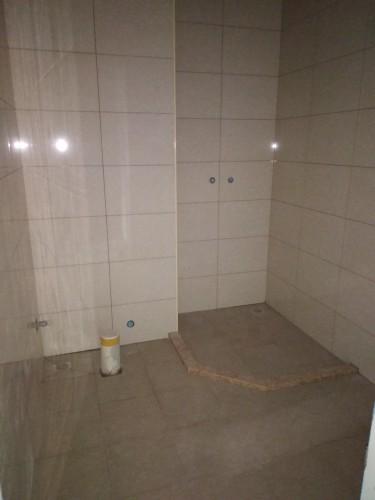 爱空间厨卫墙砖完工_1830943