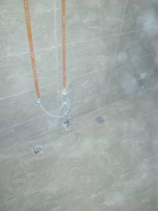 爱空间厨卫墙砖完工_2719216
