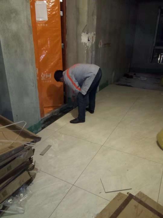 爱空间厨卫墙砖完工_2763597