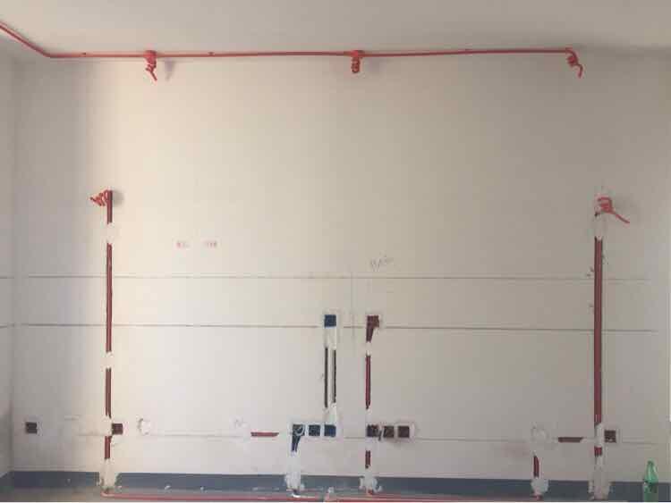 装修水电阶段_橡木色优雅百平三居 简约设计不简单的家_图片2