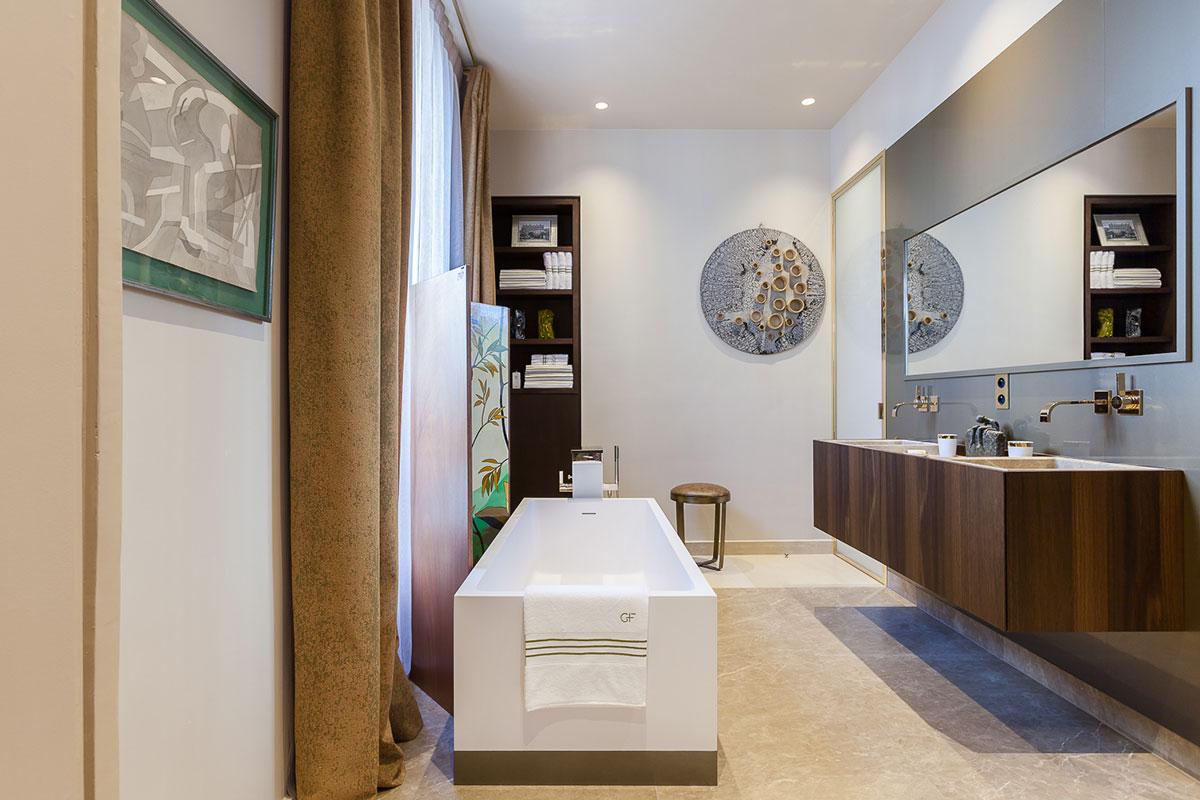 卫生间设计的是开放式的浴池,干净整洁富有对生活的激情。