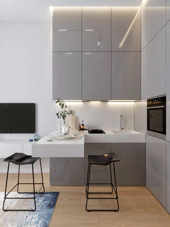 厨房在客厅的旁边 呈L型开放式设计,橱柜与玄关的颜色相同,利用灯带照明。