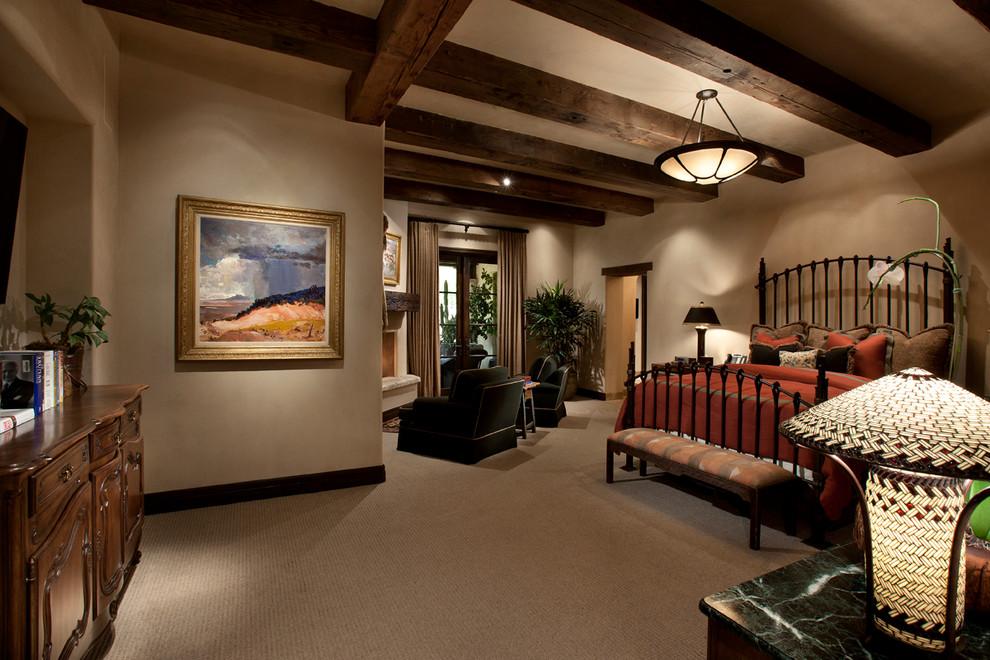 卧室整体上以米色为主色调,展现着温馨与大气