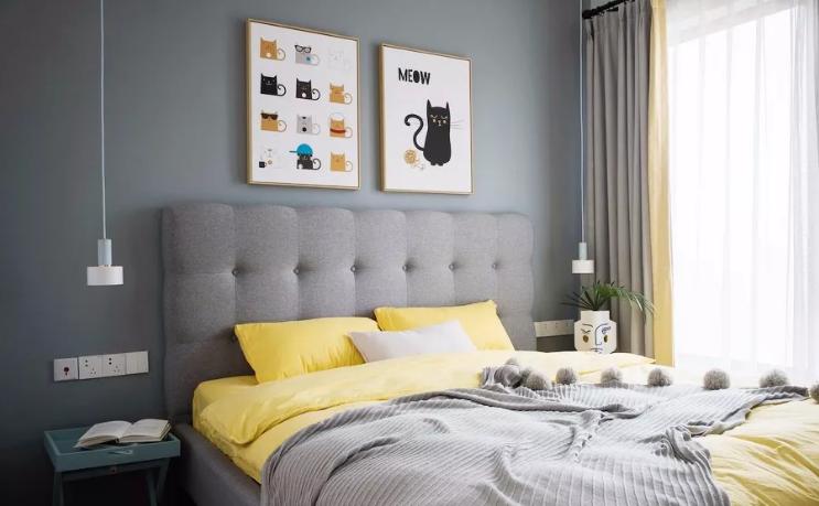 主卧以灰色为主色调,辅以明媚的黄,沉稳中不失清新。