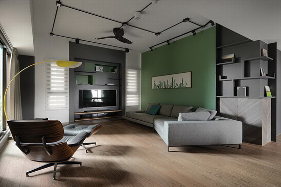 因电视墙位置特殊,若沙发置中摆放将会阻挡动线,故选用ㄑ字造型沙发与躺椅,带来随兴不受拘束的生活型态。