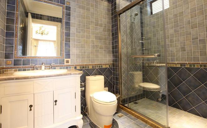 带有镜前灯的收纳柜不但可以解决梳洗需求,同时还能增大收纳空间
