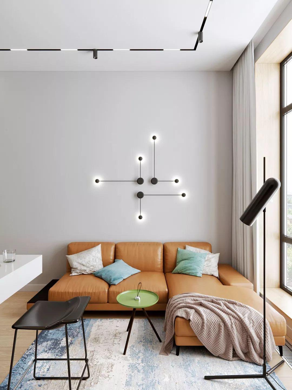 沙发背后的壁灯即是墙面装饰,也能为室内提供照明,与落地灯是同一系列的设计。