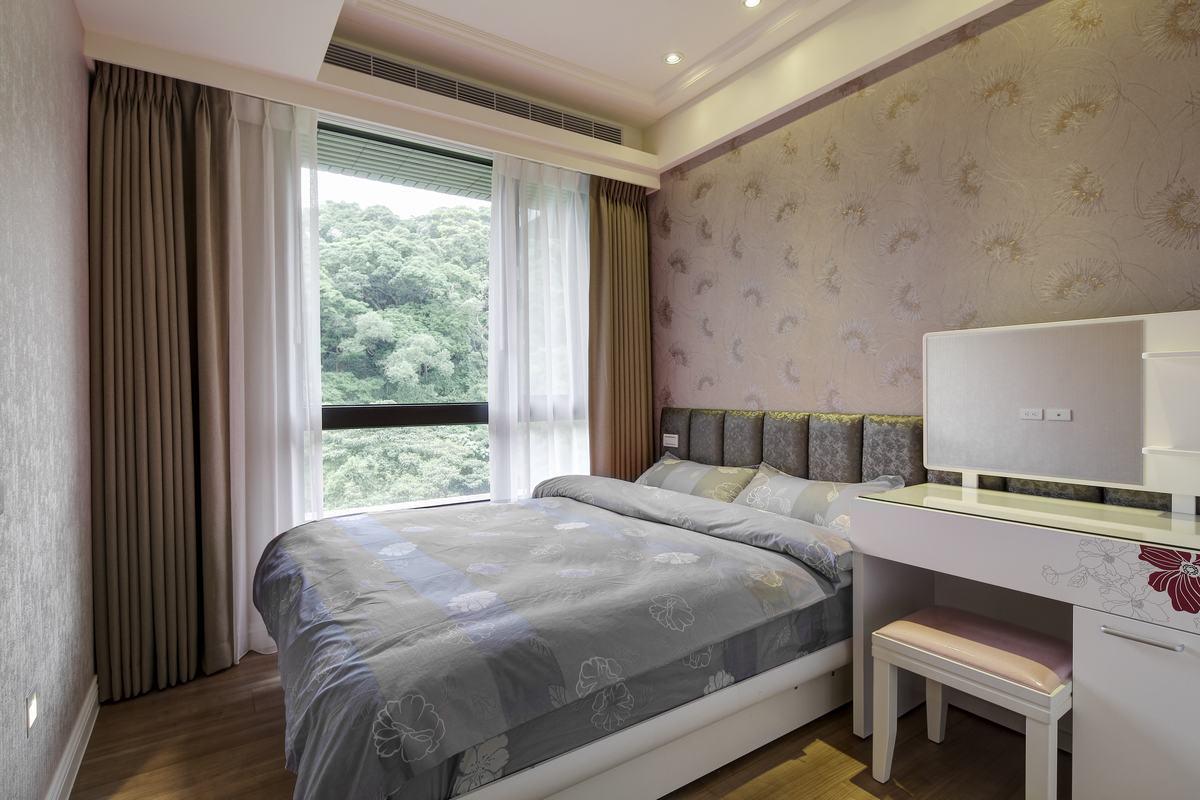 卧室营造出了一种典雅、温馨的家居氛围,让居住在此的人们不止享受家的感觉,更是一种对品质生活的追求。