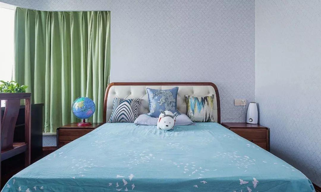 次卧为儿童房,一改中式风格。清新的绿,活力的蓝,更适合儿童居住。