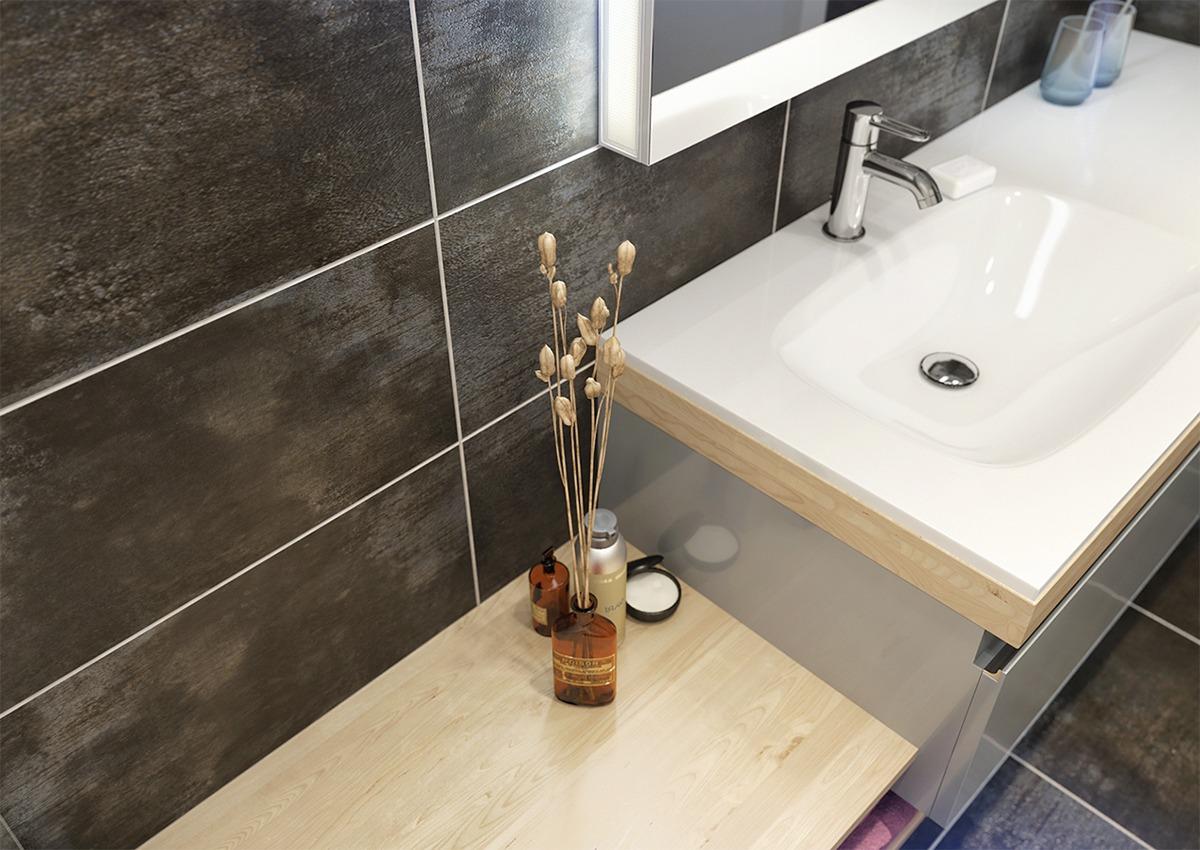 洗手台设计更好的防治水流四溅,金花的点缀,更好的说明热爱生活