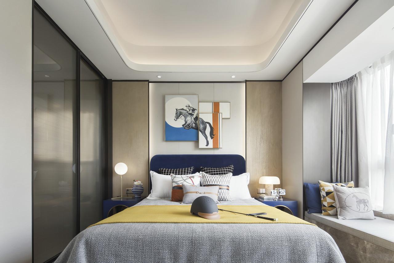 儿童房加入了孩子喜欢的优雅蓝,黑白格抱枕增添了几分轻快活泼,室内气质瞬间提升。