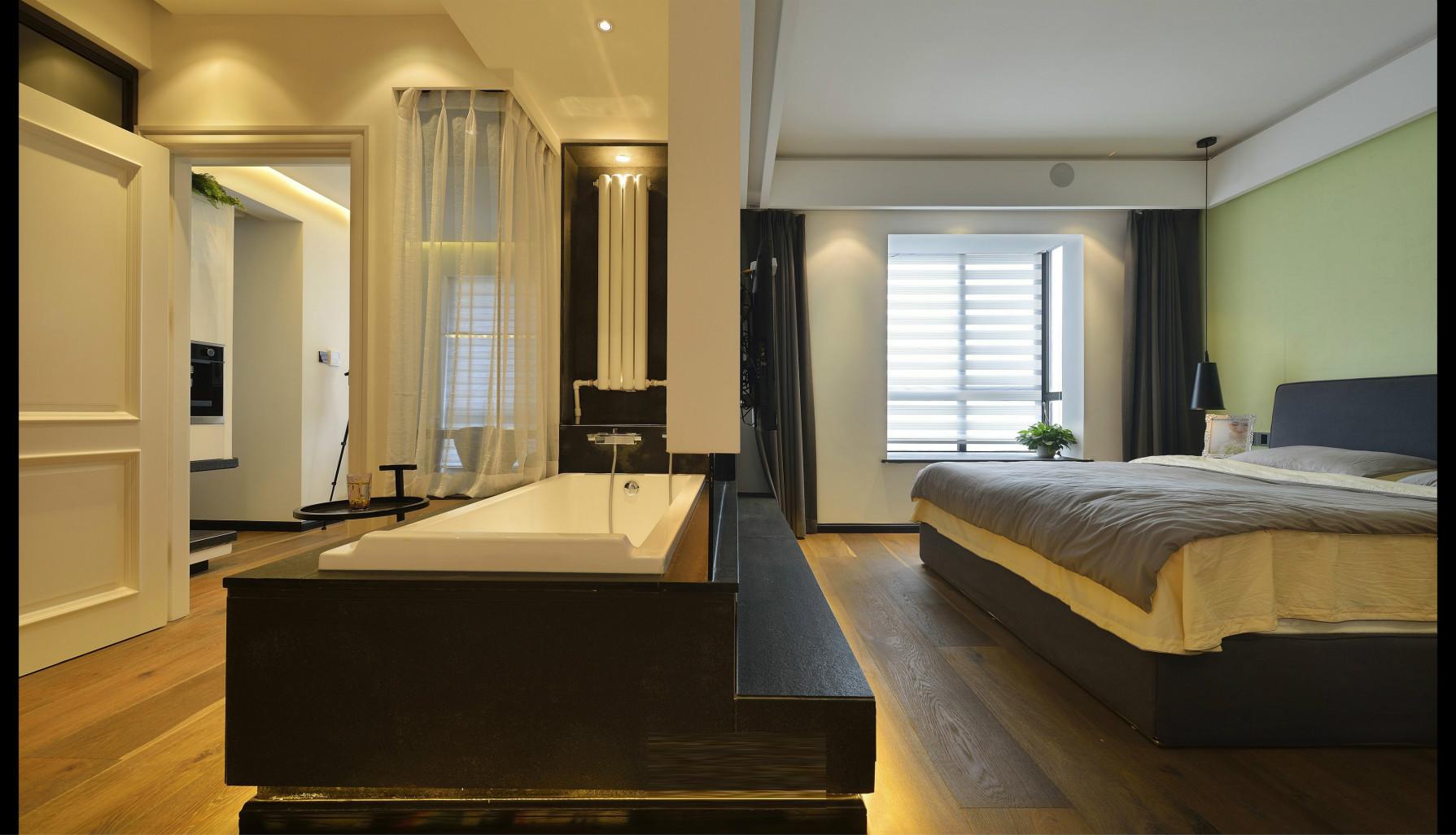卧室的入口处即是开放式的洗手台,床品简单干净,绿植的点缀让室内温暖。