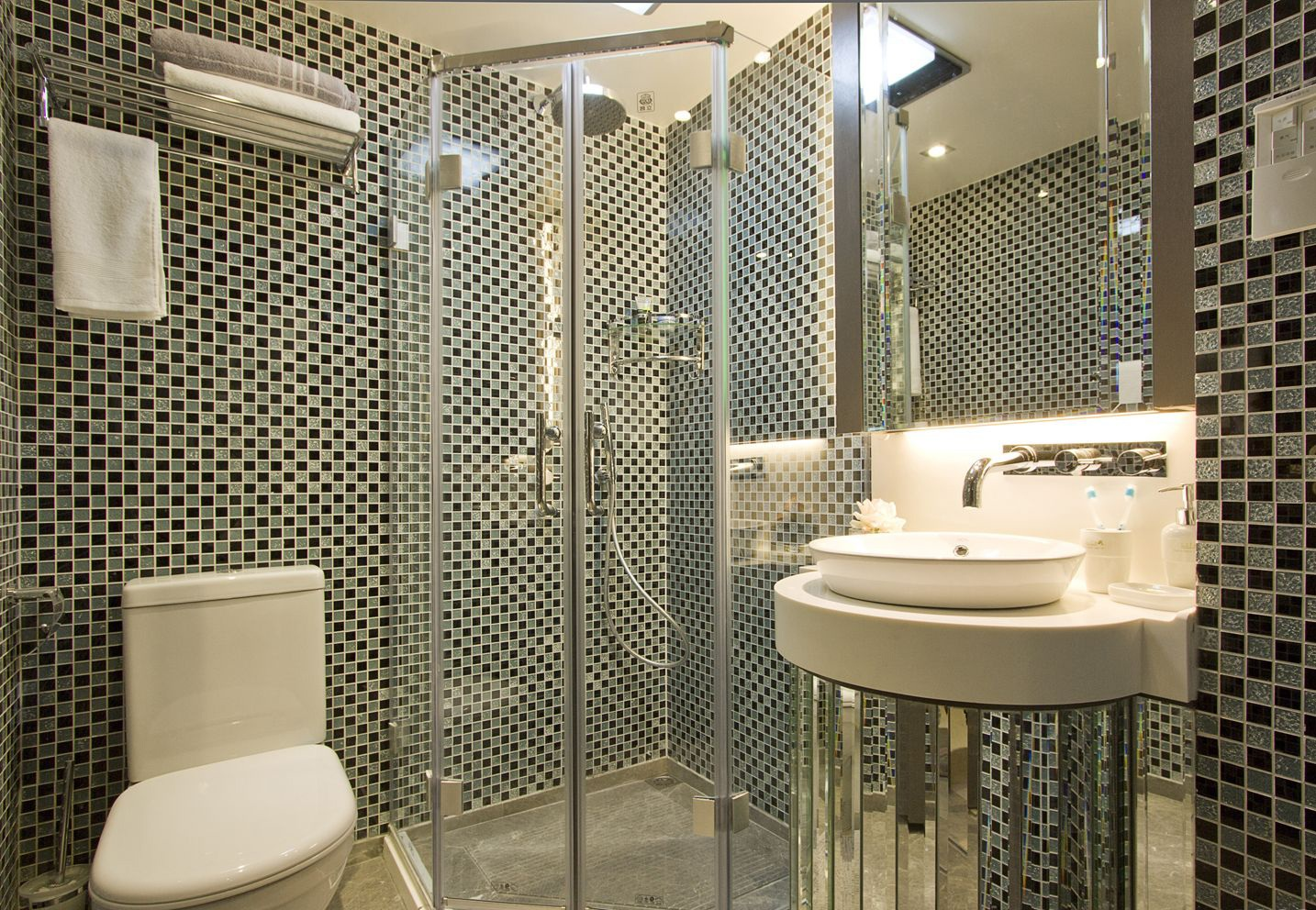 卫生间干湿分离,提高使用效率,简洁赋有意境