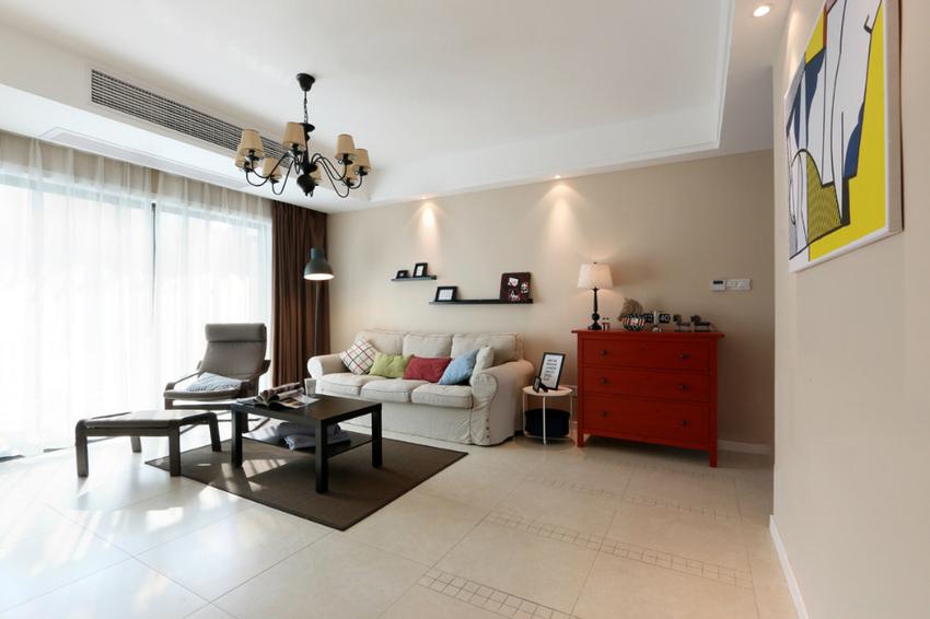 沙发后的墙面采用装饰画来点缀,简简单单却也提升了空间的家居氛围