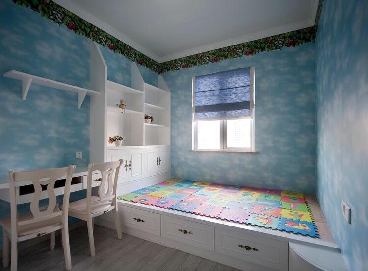 次卧很是别致,做了很好的收纳格子柜,海洋的壁纸很是温馨,很好的休息的场所