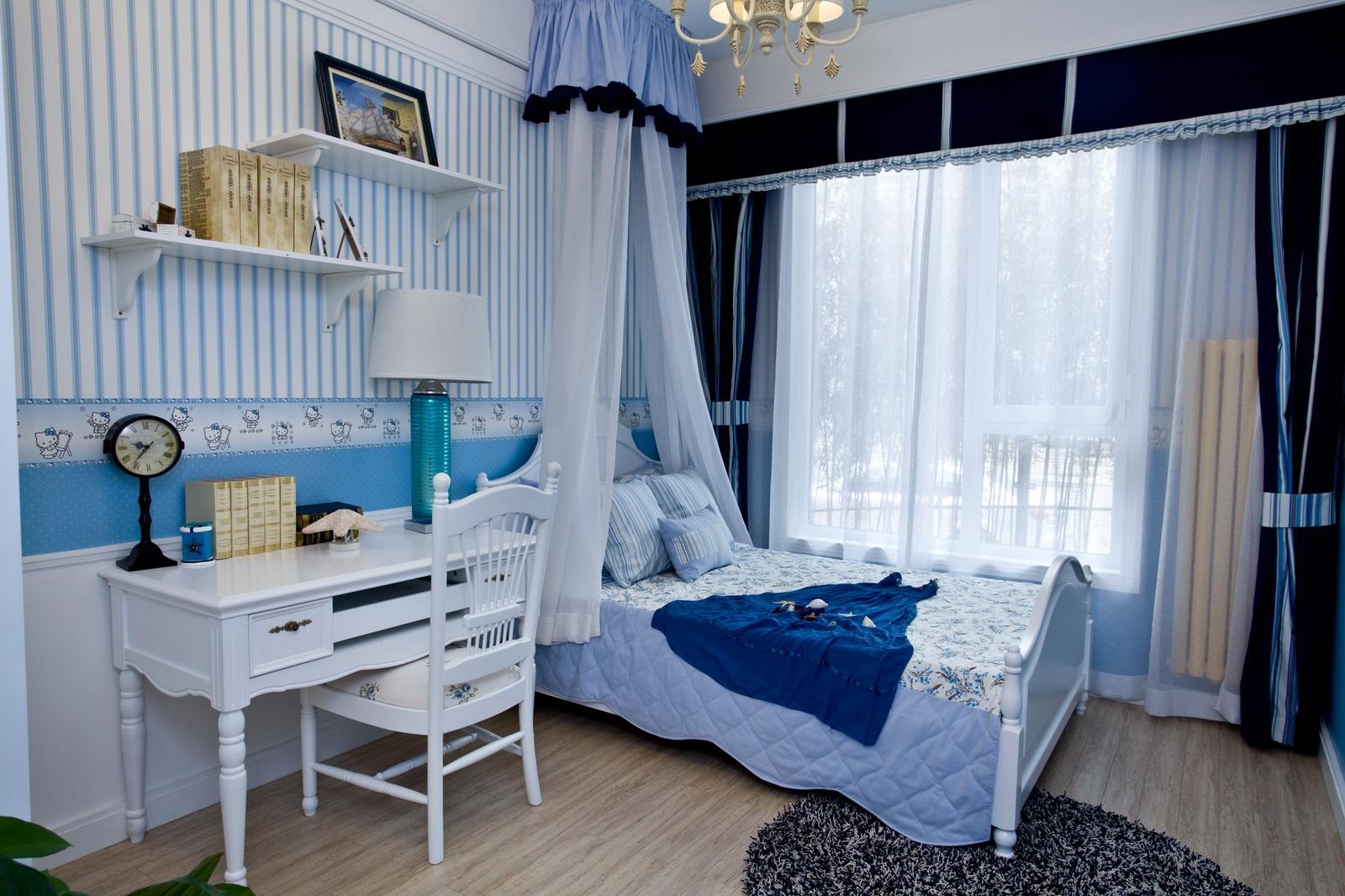 次卧室装修却以蓝色与白色系为主,简单随意。