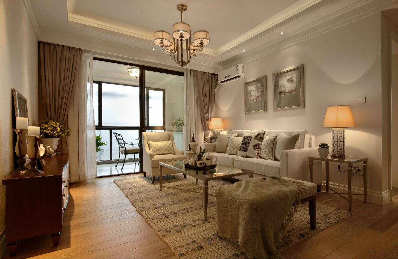 装饰画和落地灯给整体简洁素净的客厅加入活泼热情的氛围