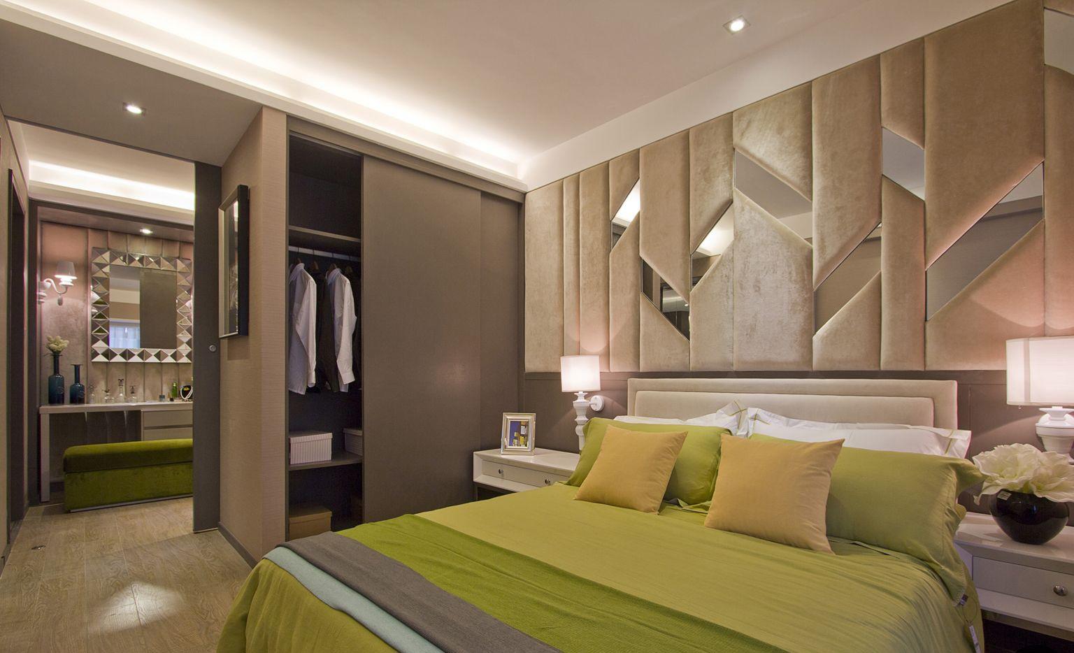 卧室中放置着清晰线条的简约绿色大床,床头的背景墙则是以浅色软包为装饰,简约自然
