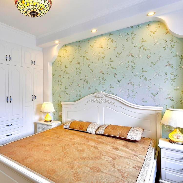 主卧室以纹画与云白为主色调,纯净而清新。