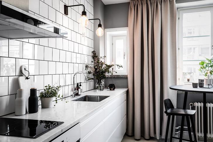 这间公寓拥有了一切必要空间,小巧的厨房,沙发床,甚至还有一个完整的步入式衣柜。