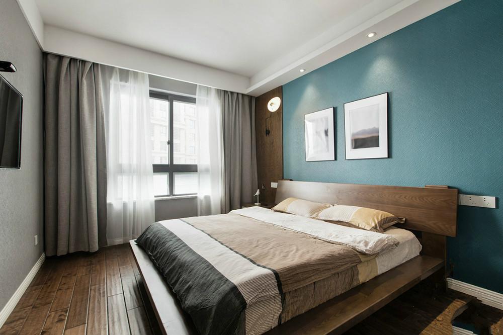主卧室以暖色为主,木质的地板,木质的床,搭上整个色系的搭配温暖不是格调