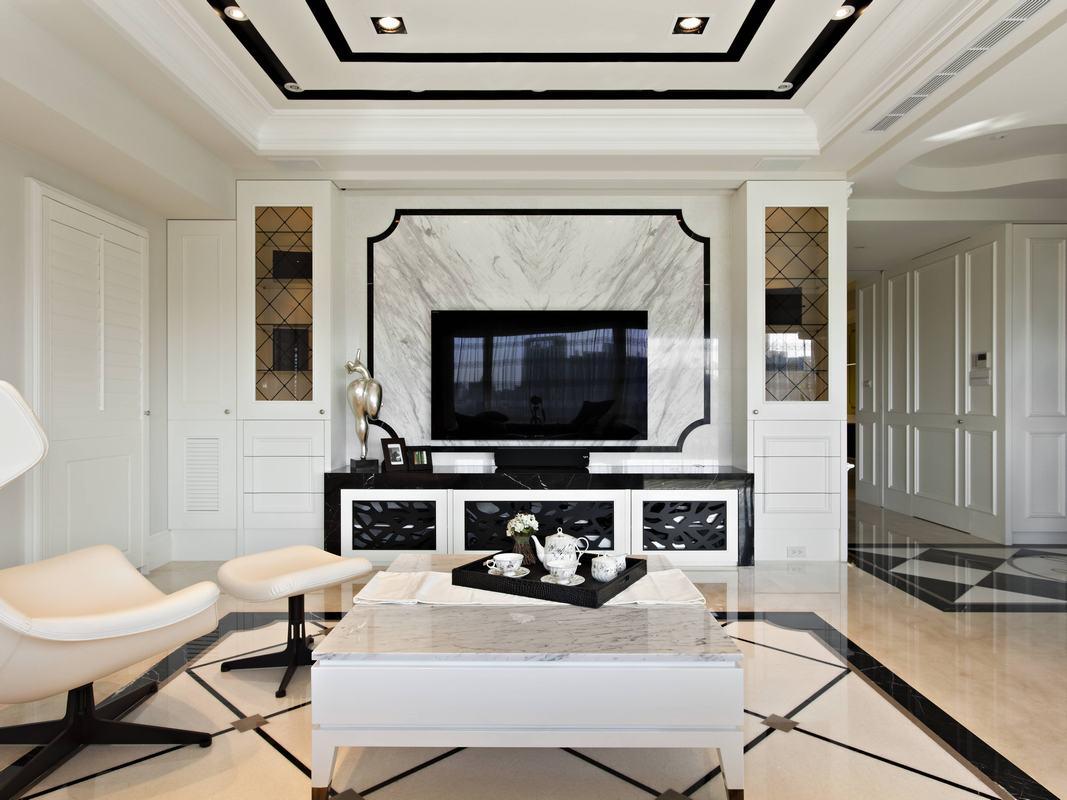 电视背景墙在客厅装修设计中起着非常重要的作用,不一定要多么华丽,但一定有美感。