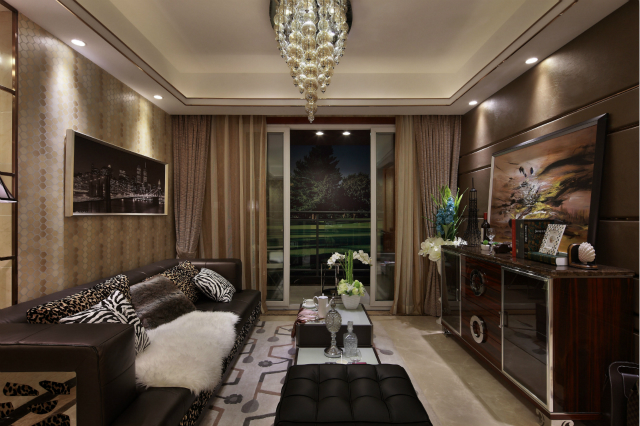 金色与棕色的碰撞,将豪华富贵展现的淋漓尽致;黑色皮质沙发给客厅带来沉稳的生活气息。