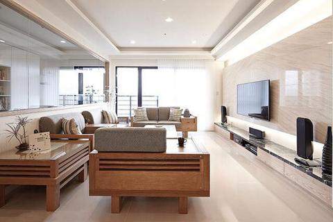 这一套三口之家的两居室新房,这满满的木质肌理和明亮的采光就知道来到了一套经典的日系暖居里。