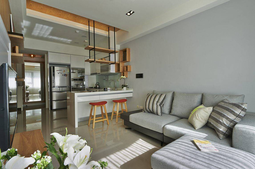 小坪数的生活格局,采用日本小户型居所常用的客厅。