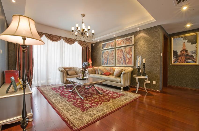 客厅拥有宽敞的面积,但并没有被沙发、茶几等家具填满,设计师反而在空间上选择留白,显得客厅更通透明亮。