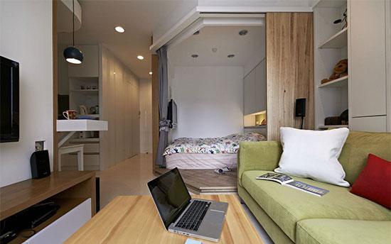 把收纳空间集中在沙发背墙,随着时间越来越多的生活收藏,累积成了充满故事的居家风景。