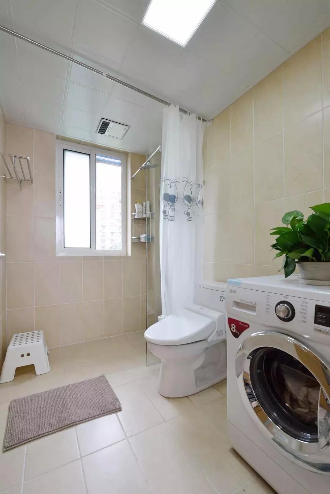 卫生间布帘设计既可将干湿区巧妙隔离,又有效保护私密。