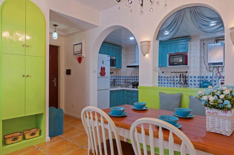 餐厅厨房以蓝色绿色为主营造着简约清新的吃饭场所