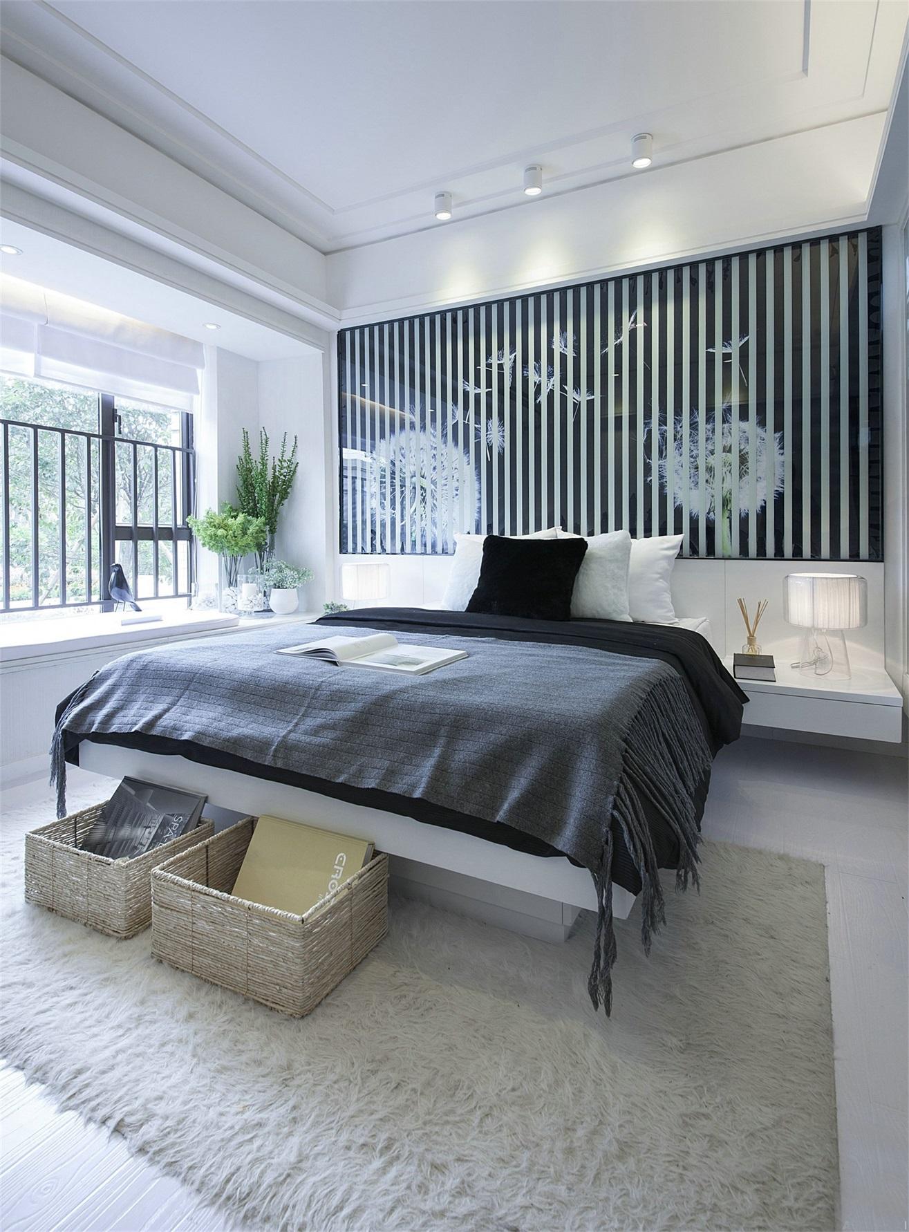 主臥以黑白灰色彩搭配,空間純靜簡潔,背景牆線條感強,诠釋出張力。