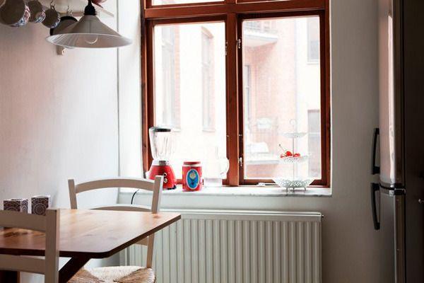 窗边一角的简单布置,虽然朴素,但这就是家的感觉。