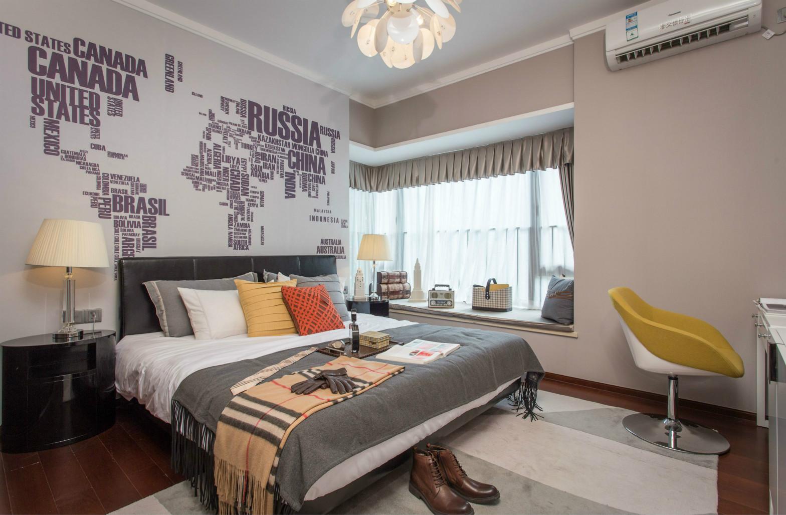 主卧室细节都让人觉得是精雕细琢来的,色彩留有深厚的文化底蕴又简化成了线条。