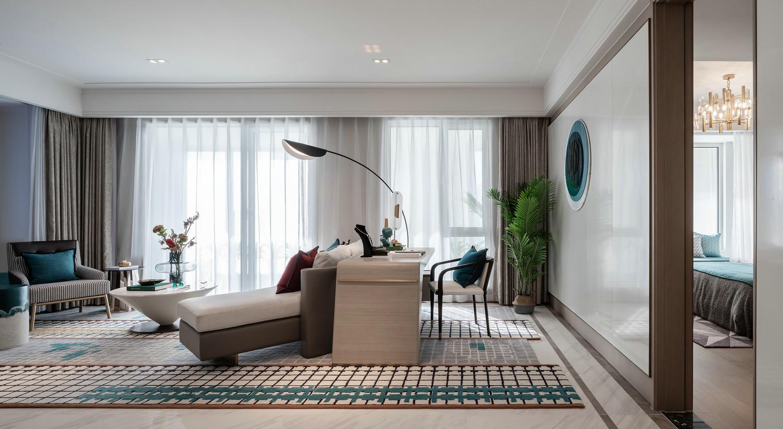 客厅摒弃了传统设计,丢掉了渐渐成为摆设的电视,沙发后面设置了书房功能区域,时尚美观又敞亮。