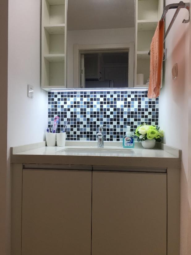 除了选用爱空间标配的卫浴产品外,业主自己额外做了淋浴房,非常精致。