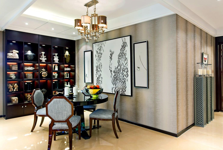 餐厅用客厅到厨房的走廊做餐厅,卡座节省了空间。