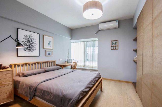 卧室以木质感打造,窗户出设计读书区域, 光线很好,结合圆柱形吊顶,整体充满了自然舒适的韵味气