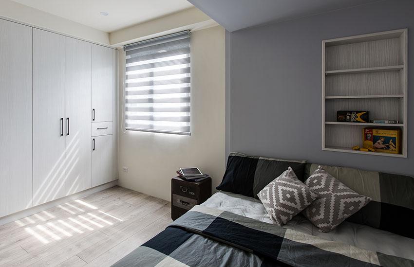 主卧室搭配上格子花样的布艺床品,简洁而雅致