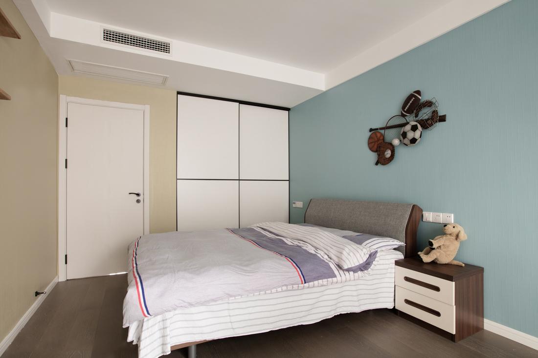 朴质温暖的材质与用色,为房间带入温暖舒适的休憩氛围。