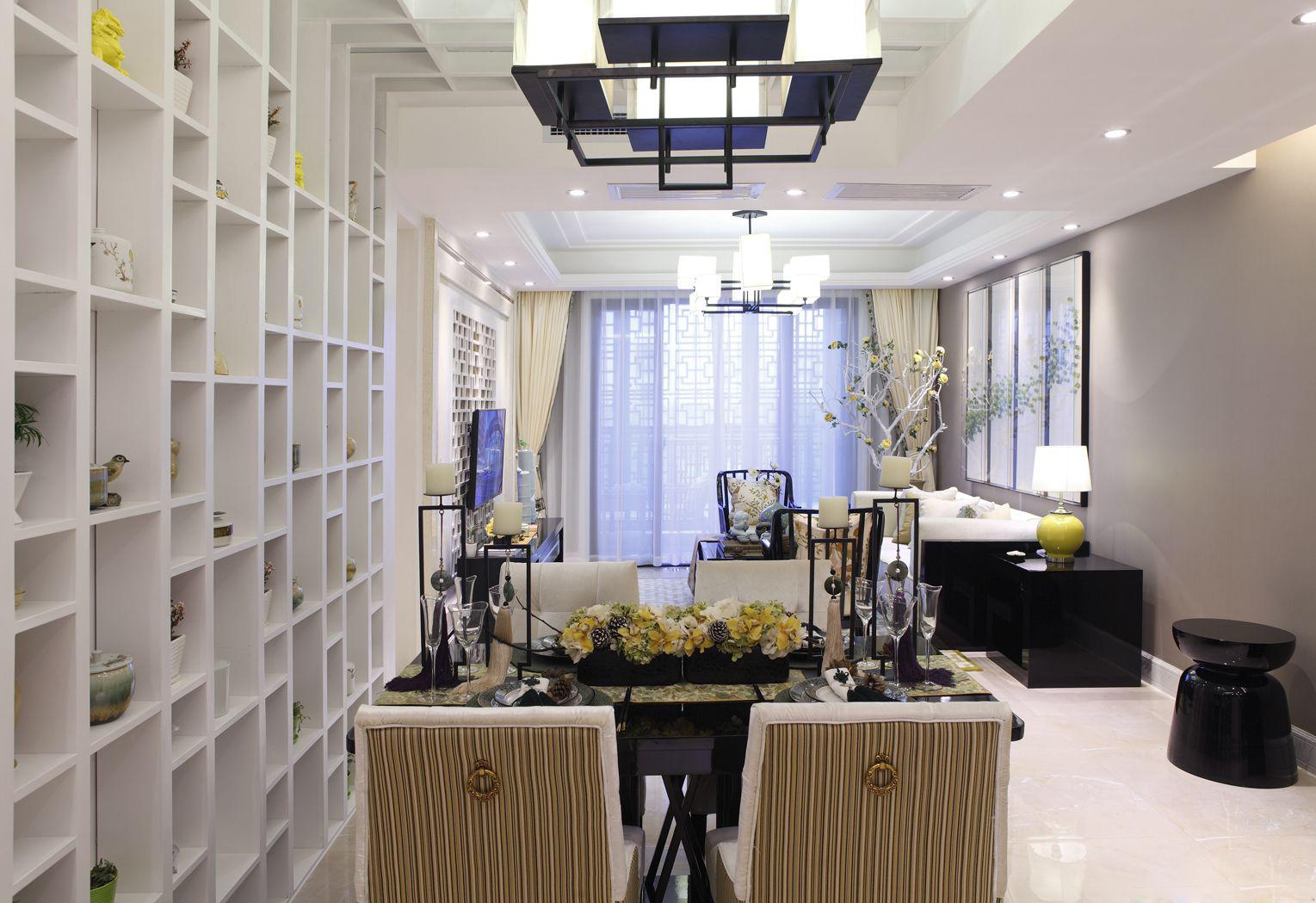 客餐厅设计为一体,空间互动性更强,餐厅一侧设计格子置物架,盆栽、工艺品、书籍等等都可以用来妆点空间。