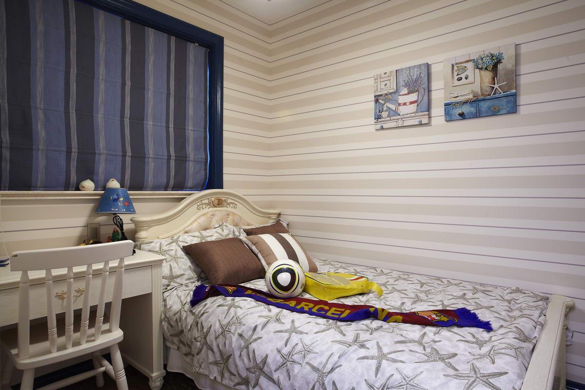 小孩房的设计童趣为主,卧室带有弧形小阳台,增大活动空间。
