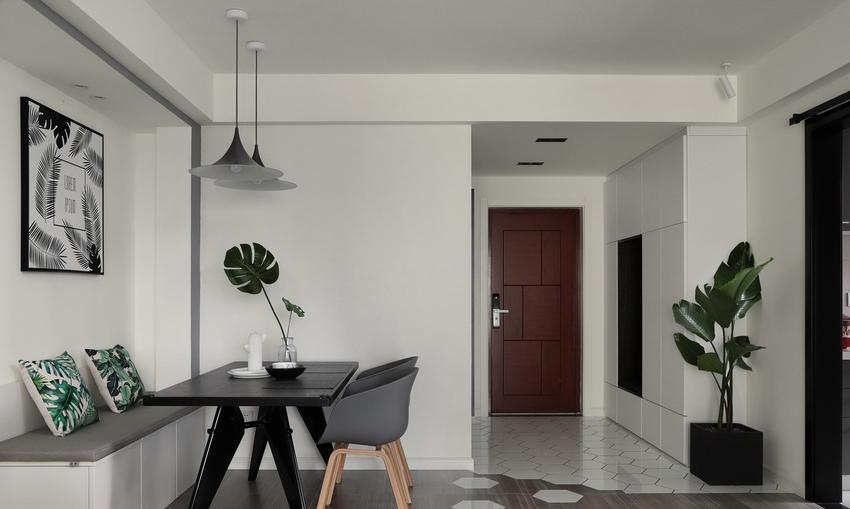 入户玄关比较宽,所以这个空间设置了鞋柜,满足入户换衣貌的功能。