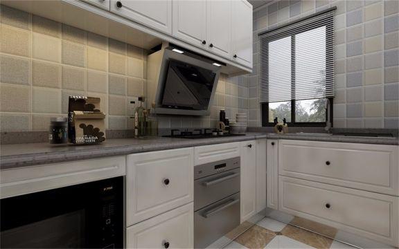 白色橱柜与浅色墙砖设计,增加了厨房光线,也给人一种干净整洁的感觉。