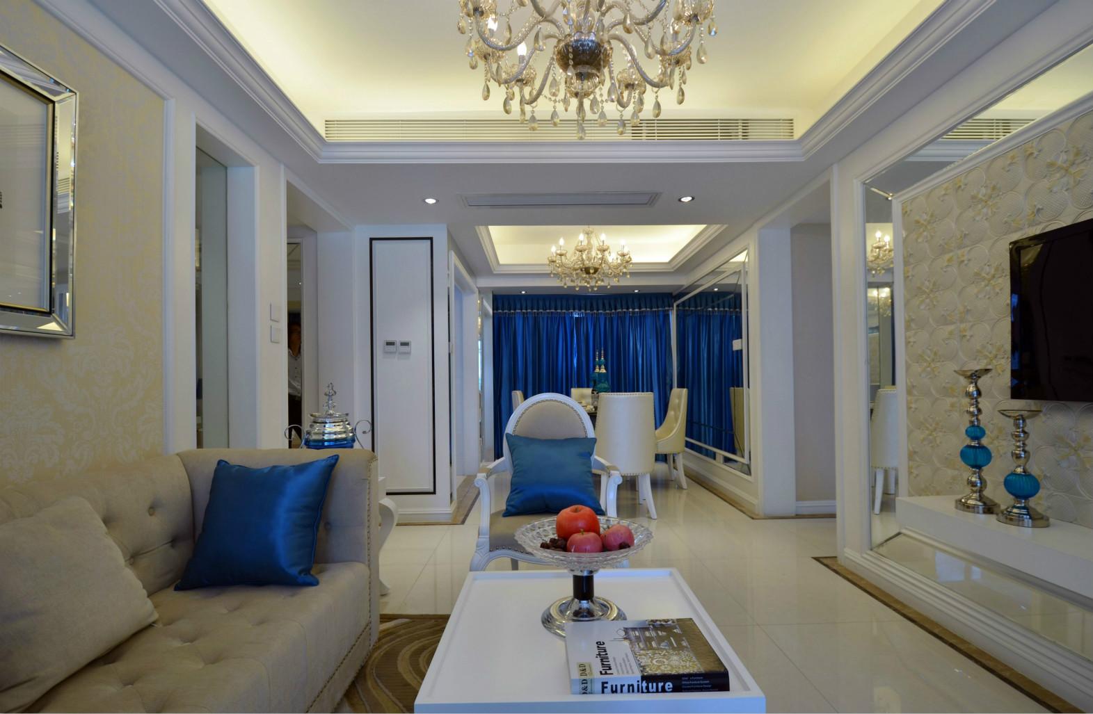设计提升空间利用的同时,还具有很好的装饰效果,配合两盏别致的吊灯,享受生活真的可以很简单。