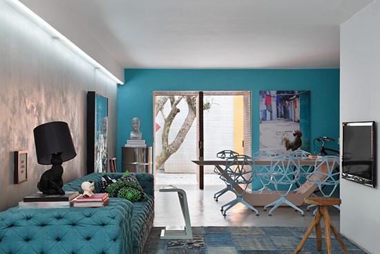 大胆使用大面积的蓝色、粉色等年轻色彩,利用不同色彩,区隔不同功能空间。